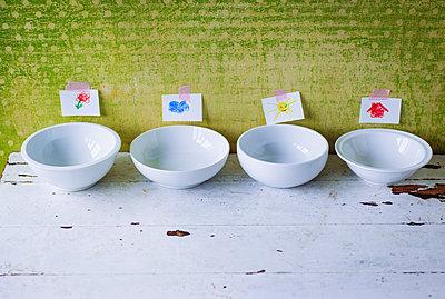 Empty bowls in nursery school - p1053m1559712 by Joern Rynio
