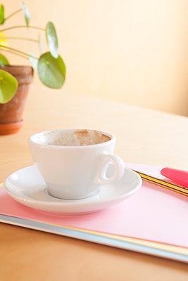 Nicht ohne Kaffee - p454m1223920 von Lubitz + Dorner