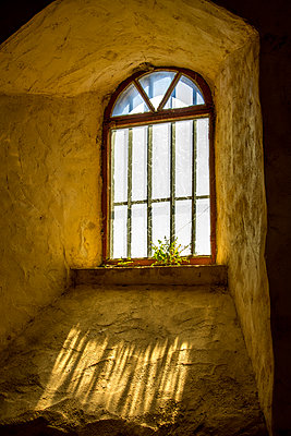 Arched window in church in France - p813m1424593 by B.Jaubert