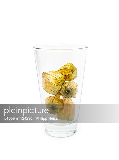 Physalis im Glas - p1059m1124290 von Philipp Reiss