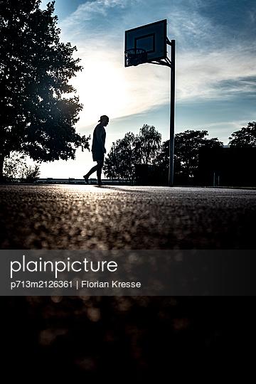 p713m2126361 by Florian Kresse