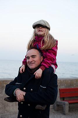 Vater und Tochter - p828m970746 von souslesarbres