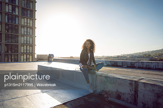 Young woman on a rooftop - p1315m2117995 by Wavebreak