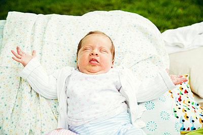 Baby - p904m1159702 von Stefanie Päffgen