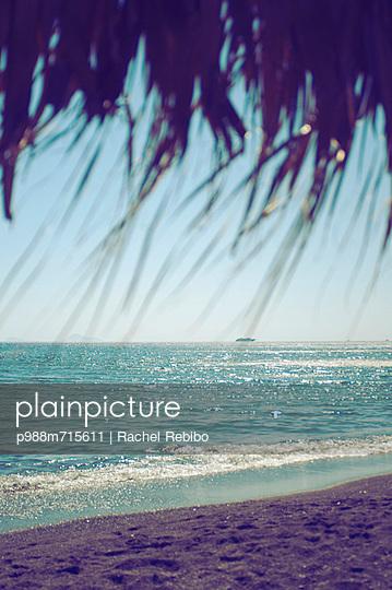 Island view - p988m715611 by Rachel Rebibo