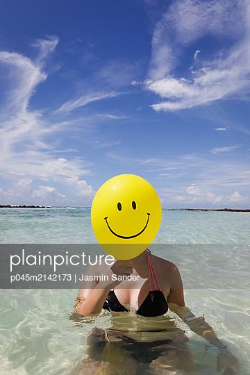 Ein Smiley geht baden - p045m2142173 von Jasmin Sander