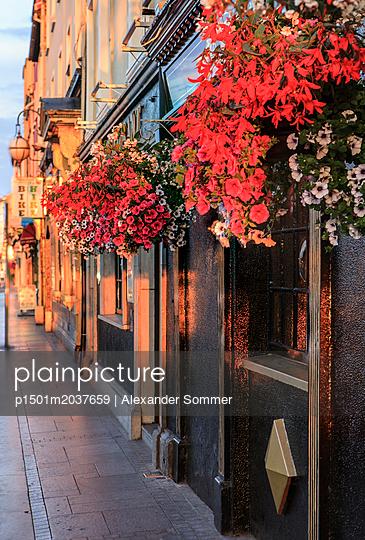 Hausfassade in Irland - p1501m2037659 von Alexander Sommer