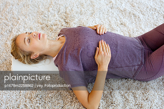 Breathing exercise - p1678m2258862 by vey Fotoproduction