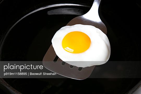 Perfektes Spiegelei - p919m1158895 von Beowulf Sheehan