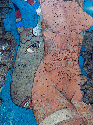 Berliner Mauer, Detail, Deutschland - p1542m2142294 von Roger Grasas