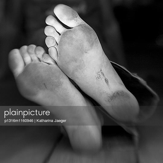 Dreckige Füße , Borden, Western Australia, Australien - p1316m1160946 von Katharina Jaeger