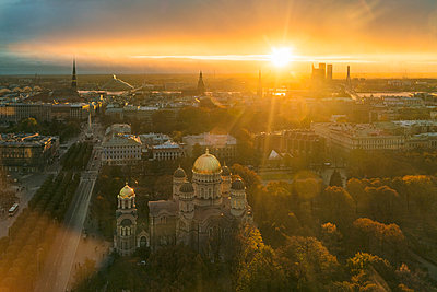 View of Riga from above late afternoon in autumn with the nativity church in foreground - p1332m1539763 by Tamboly
