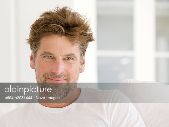 Head and Shoulders Portrait of Smiling Mid-Adult Man - p694m2031444 by Novo Images