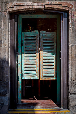 Saloon door,  Mexico, - p1170m1573342 by Bjanka Kadic
