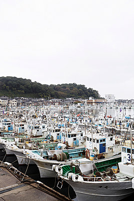 Fischerboote im Hafen, Wajima, Ishikawa, Noto-Halbinsel, Japan - p1316m1160780 von Enno Kapitza