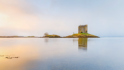 Castle Stalker on its own island in Loch Linnhe surrounded by mist, Argyll, Scottish Highlands, Scotland, United Kingdom, Europe - p871m1561585 by Andrew Sproule