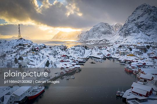 Stunning Norway - p1166m2130362 by Cavan Images