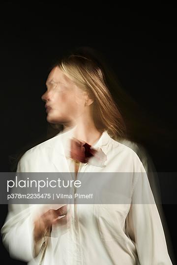 Portrait of blond woman - p378m2235475 by Vilma Pimeff