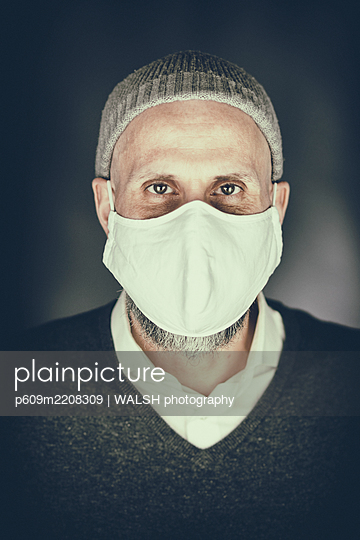 Man beard surgical mask virus coronavirus portrait - p609m2208309 by WALSH photography