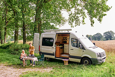 Family camping - p1124m2228976 by Willing-Holtz