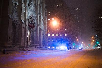 Snowed 5th Avenue - p1290m1112622 by Fabien Courtitarat