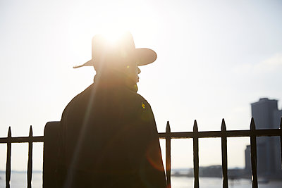 Man wearing cowboy hat - p1411m2057760 by Florent Drillon