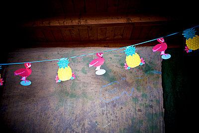 Flamingo-Ananas-Girlande - p606m1573549 von Iris Friedrich