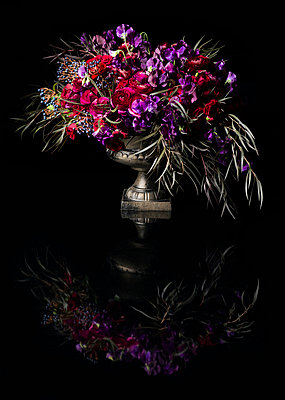 Bouquet of Flowers in Urn - p669m824021 by Ben Miller