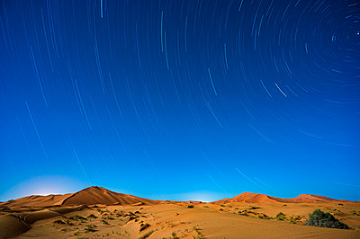 Star trails in the Sahara Desert, Morocco, North Africa, Africa - p871m2209261 by Ed Rhodes