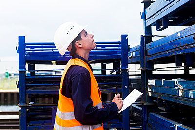 worker young male writing protocol - p1166m2147616 by Cavan Images
