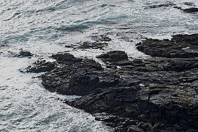 Neist Point, Basalt - p587m1104241 von Spitta + Hellwig