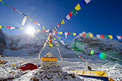 Asia, Nepal, Himalayas, Sagarmatha National Park, Solu Khumbu Everest Region, tents and prayer flags at Everest Base Camp - p652m716821 by Christian Kober