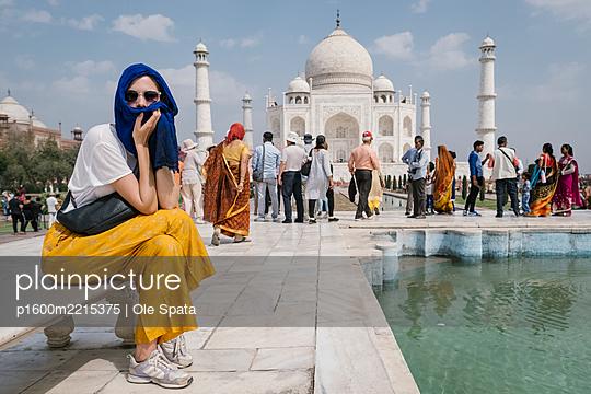 India, Uttar Pradesh, Agra, Taj Mahal - p1600m2215375 by Ole Spata