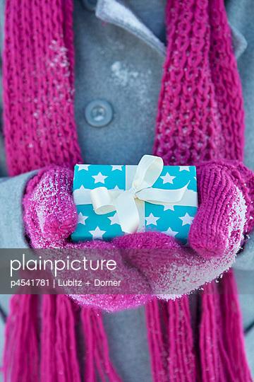 Kleine Geschenke erhalten die Freundschaft - p4541781 von Lubitz + Dorner