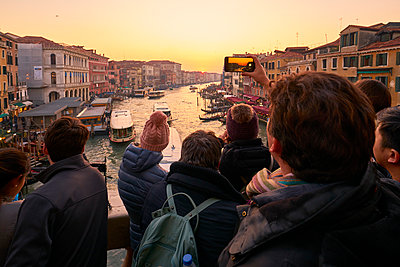 Group of people using smartphones to capture the sunset, Venice - p1312m2082229 by Axel Killian