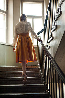 Woman walking up the stairs - p971m823113 by Reilika Landen