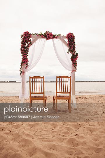 Hochzeits-Dekoration - p045m1589697 von Jasmin Sander
