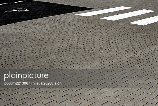 Pavement of a parking place with disable sign - p300m2213867 by visual2020vision