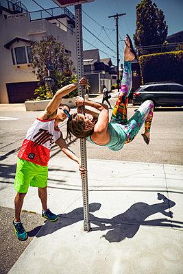 Stuntmen - p930m1162724 von Phillip Gätz