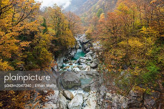 Verzasca River from Ponte di Corippo bridge in autumn, Ticino Canton, Switzerland - p343m2047340 by Ethan Welty