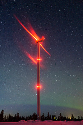 Wind farm with Northern lights - p1079m1042437 by Ulrich Mertens