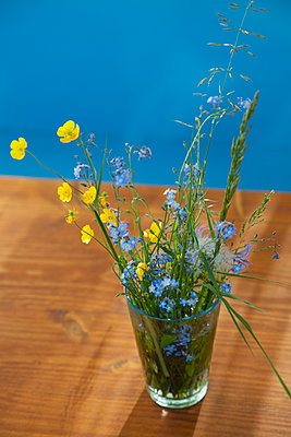 Flowers in a vase - p301m894532f by Tobias Titz