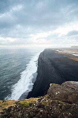 Endloser schwarzer Strand - p1396m1445333 von Hartmann + Beese
