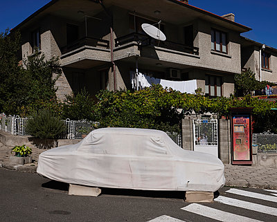 Bulgaria, Car cover - p390m2215610 by Frank Herfort