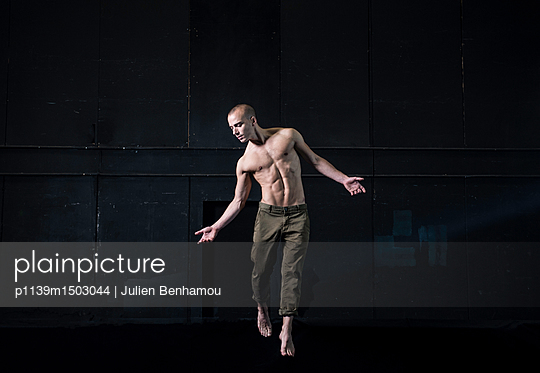 Bare-chested dancer on stage - p1139m1503044 by Julien Benhamou
