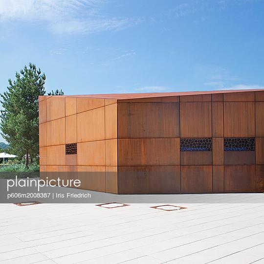 Modernes Gebäude - p606m2008387 von Iris Friedrich
