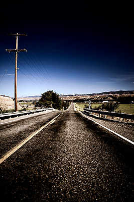 Two Lane Road - p1100m2090708 by Mint Images