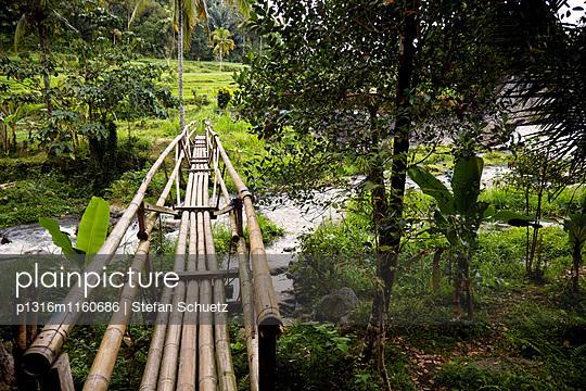 Bambusbrücke, Karangasem, Bali, Indonesien - p1316m1160686 von Stefan Schuetz
