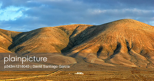 Wall In A Desert Landscape Of El Cotillo, Fuerteventura, Canary Islands, Spain, Europe - p343m1218043 by David Santiago Garcia