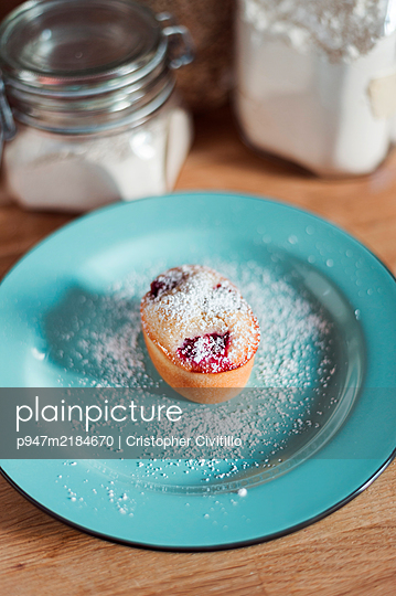Cupcake on plate - p947m2184670 by Cristopher Civitillo